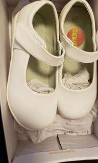 白色返學鞋