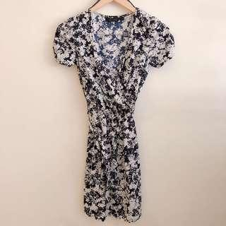 New Look dark blue and white floral wrap dress with ruched sleeves #STB50