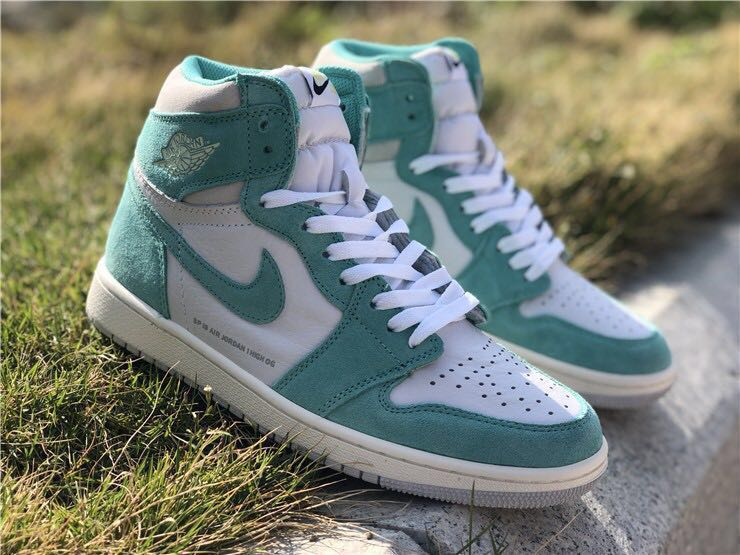 dba87e777e1 Air jordan retro 1 high OG turbo green, Men's Fashion, Footwear, Sneakers  on Carousell