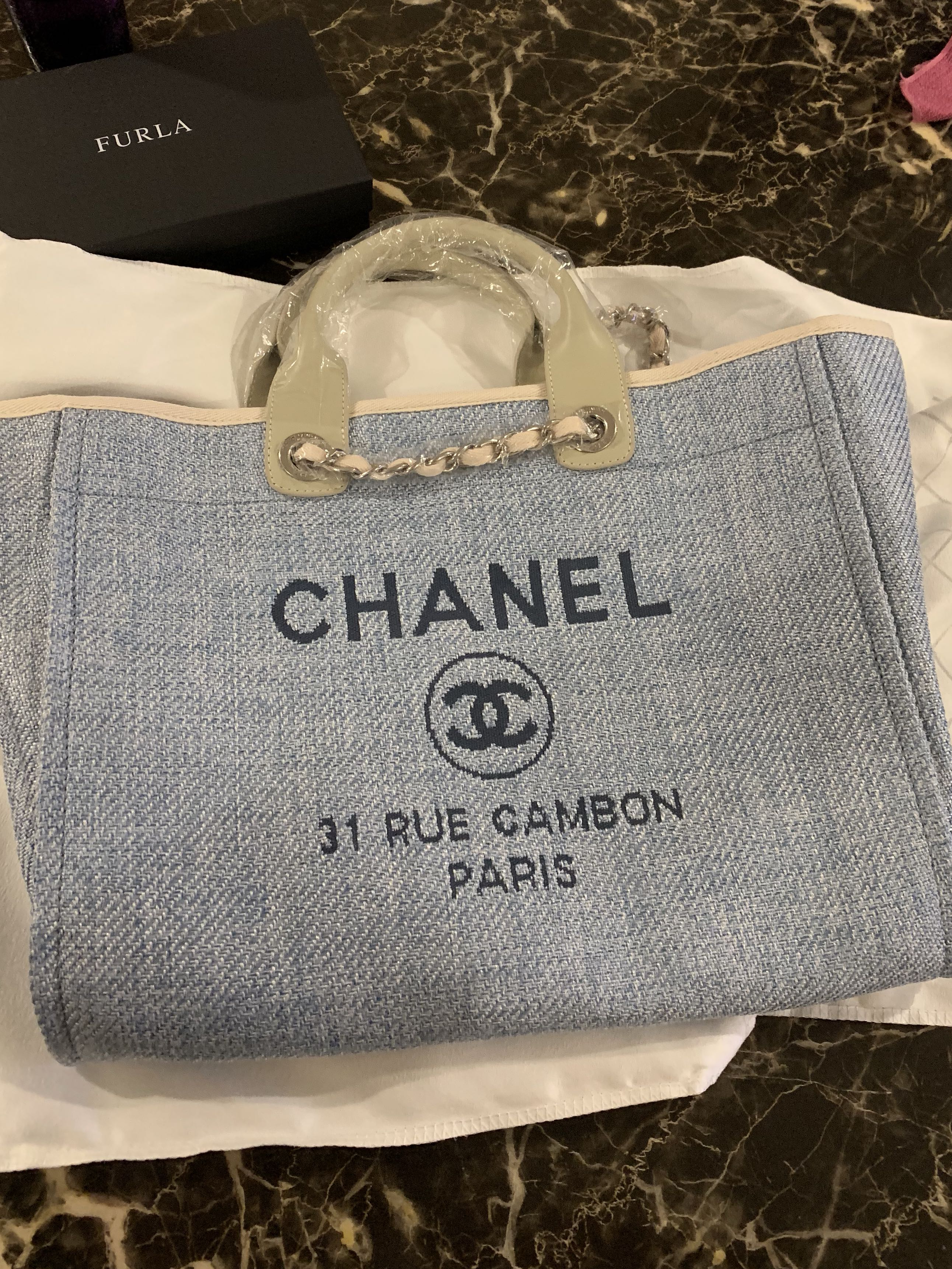 ee21dbf017e9 Brand new Chanel tote bag best quality, Women's Fashion, Bags & Wallets,  Handbags on Carousell
