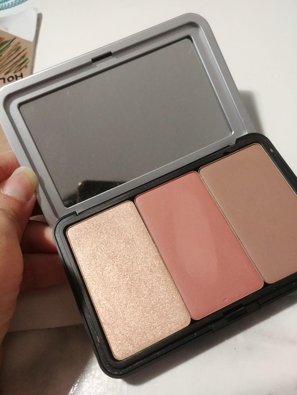 Make up for ever customized highlight blush contour trio