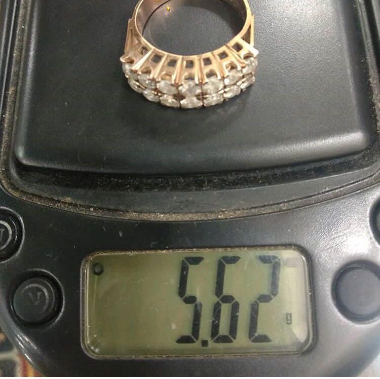 Sale ya say, cincin baris 2 batu 14 kinclong say, harga pasaran 6 jt an lho say