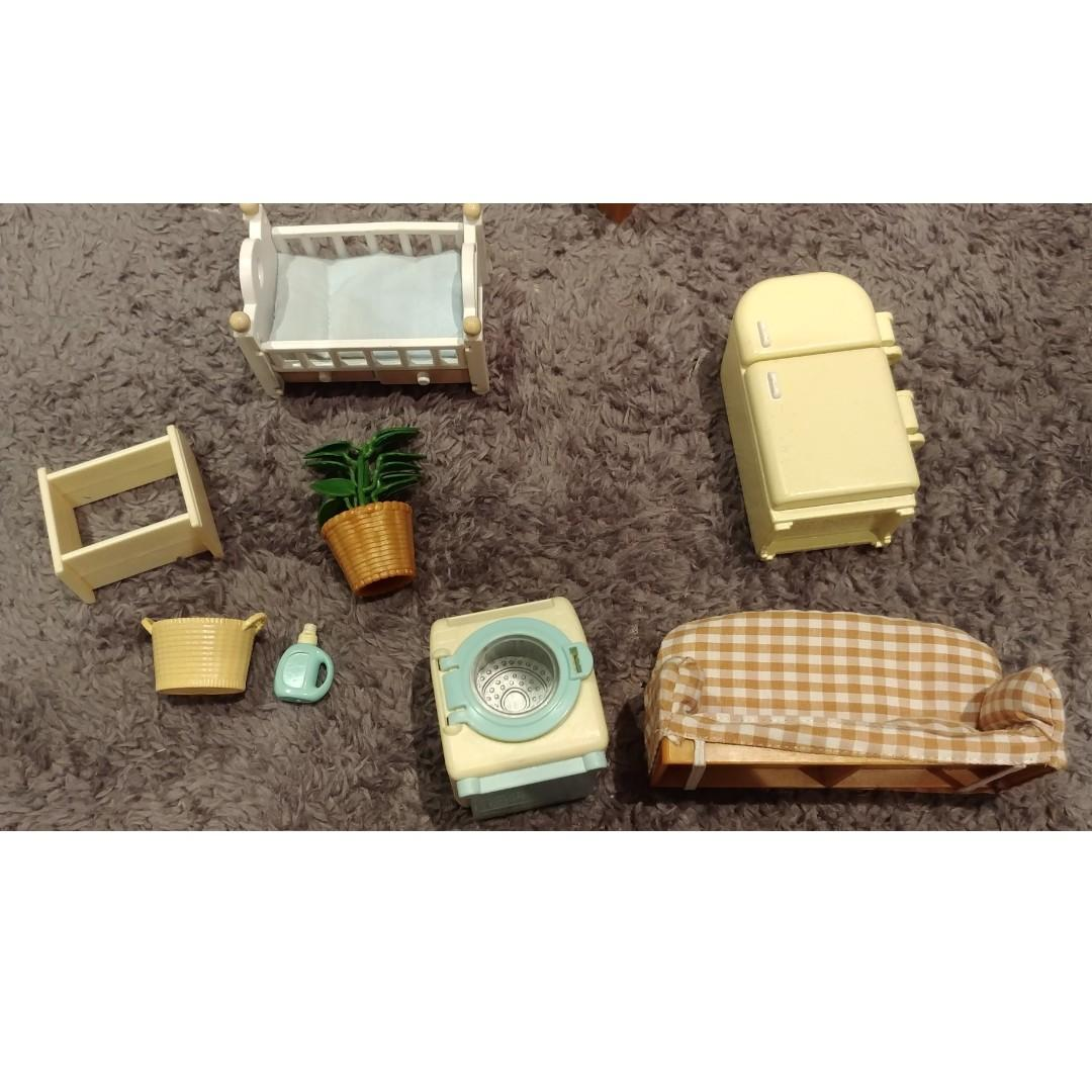 Sylvanian Family Log Cabin + 7 Seater Blue Family Van + Orange Convertible + Accessories with 2 Cats and 7 Bunnies