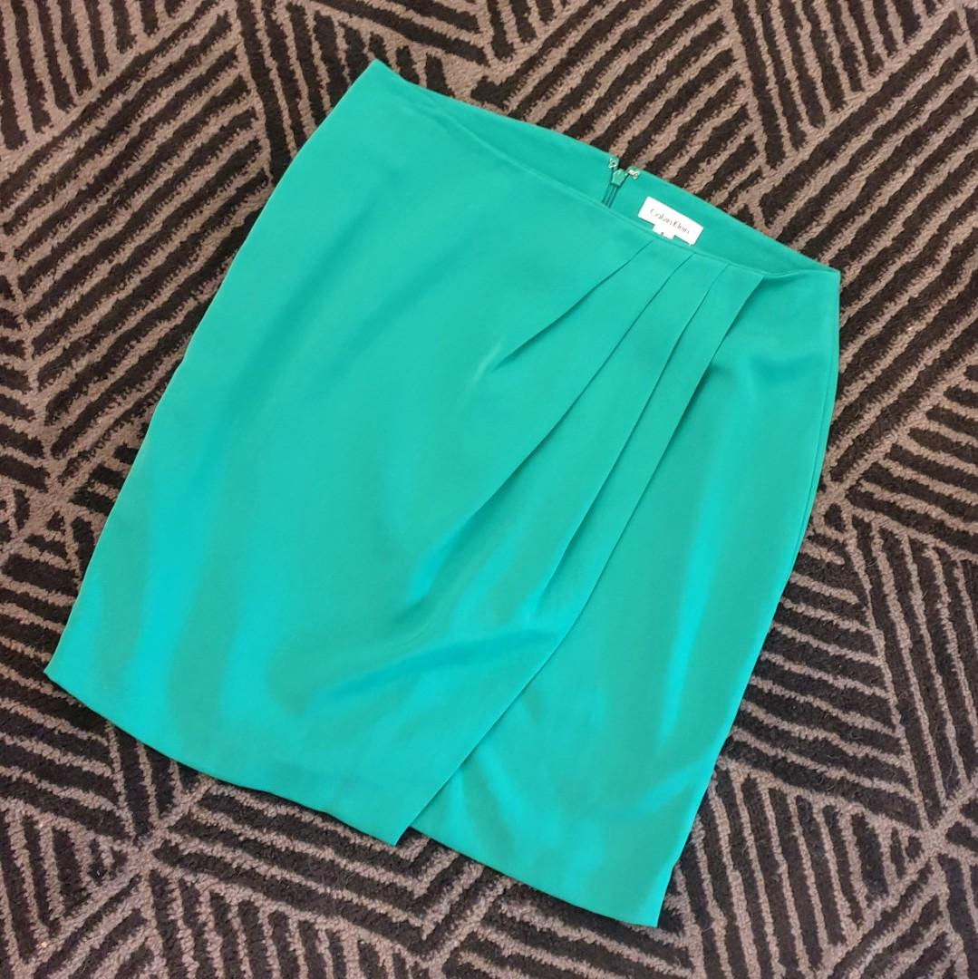 Women's size 6US = 14 'CALVIN KLEIN' Stunning forest green pleated panel skirt - AS NEW