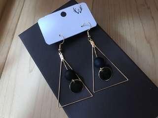 🚚 木質三角耳環