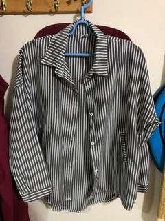 🚚 直條紋灰黑色前短後長長袖雙口袋襯衫
