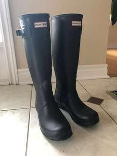 Matte black hunter tall boots - size 7