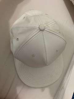 🚚 白色鴨舌帽