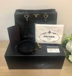 🚚 [1st owner] MOVING SALE Auth Prada Saffiano Lux