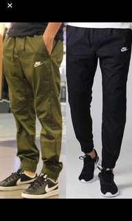 ( 現貨特價出清附實拍) Nike 男裝 運動休閒Sports 束腳褲 - 軍綠 M size