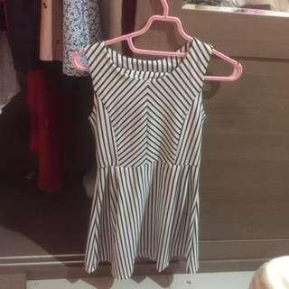 Stripes Dress - gaun garis