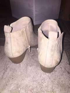 Suede spring boots - sand