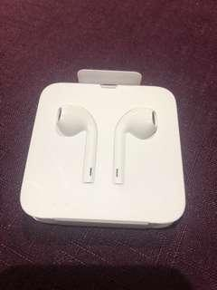Apple earphones with lightning connector