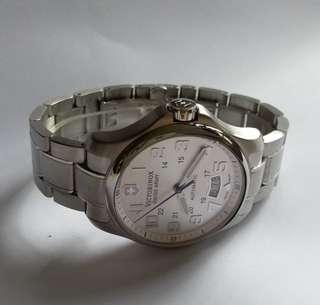 Victorinox .original.water resistant.made in Swiss.outomitic.Swiss army.40mm.準確,質量保証。