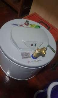 almost new water storage heater Joven