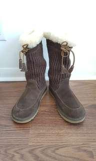 Authentic Ugg boots, size 4 kids (fits size 6 adults)