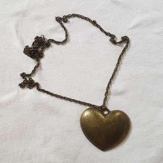 STATEMENT NECKLACE: HEART PENDANT LONG