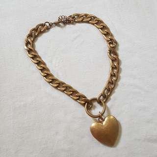STATEMENT NECKLACE: HEART PENDANT SHORT CHAIN