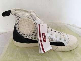 BN Onisuka Tiger Sneakers