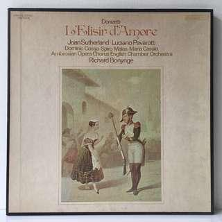 L'Elisir D'Amore –  Donizetti, Joan Sutherland • Luciano Pavarotti • Dominic Cossa • Spiro Malas • Maria Casula, The English Chamber Orchestra, Ambrosian Opera Chorus, Richard Bonynge ‎(1972 US Original - 3LP Box Set with Booklet - Vinyl is Excellent)