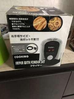 Fryer with fondue set