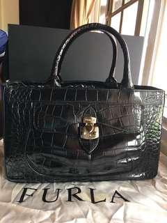 🚚 Furla leather handbag in Black (Authentic)