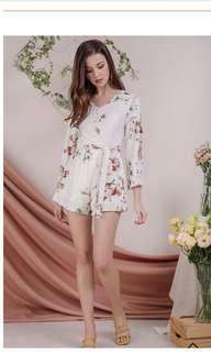 🚚 [SOLD] TANIA FLARE SLEEVE ROMPER (WHITE FLORALS)