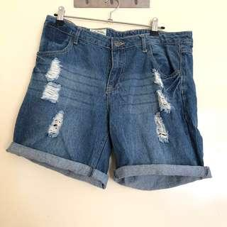 (12) Lee Cooper ripped shorts