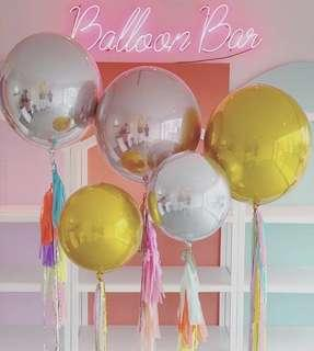 Sphere balloons in gold and silver