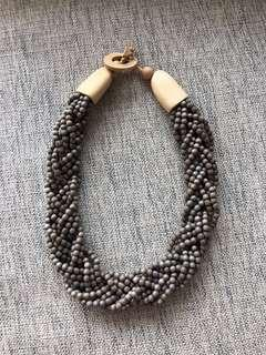 🚚 Woon Hung wooden beaded necklace