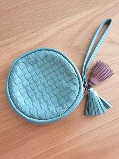 🚚 Woven Round Pouch