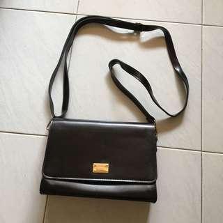 🚚 black leather sling bag