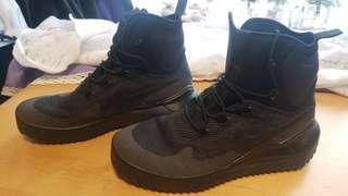 Nike Utility Boots All Black