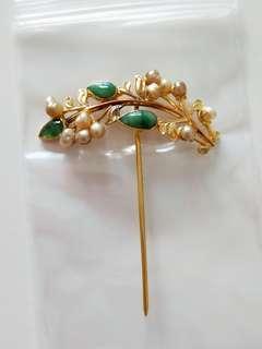Rare vintage 20K gold jade pearl hair pin