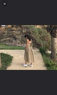 國外購回 女神款卡其綠露背綁帶平口長洋裝