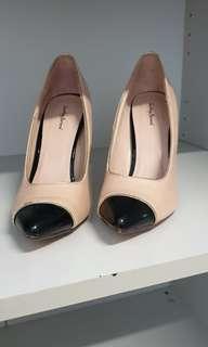 #dressforsucess30 Nude colour heels
