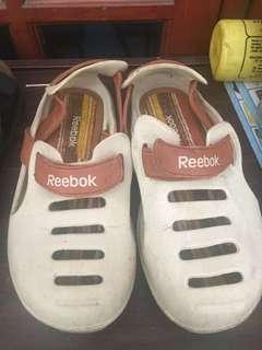 Sepatu Sandal Reebok