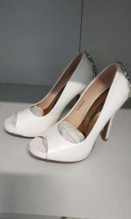 🚚 #dressforsuccess30 White heels with diamonds
