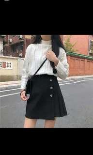 🚚 Black skirt with silver buttons