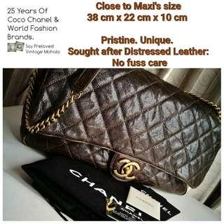 🚚 Chanel caviar leather distressed leather size close to Maxi