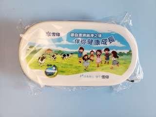 全新雪印食物盒/毛巾盒