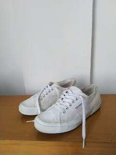 Sepatu superga putih