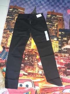 Jeans slim fit straight warna hitam