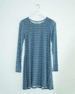 Old Navy long sleeve knit swing blue printed dress