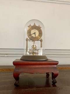 🚚 Antique clock