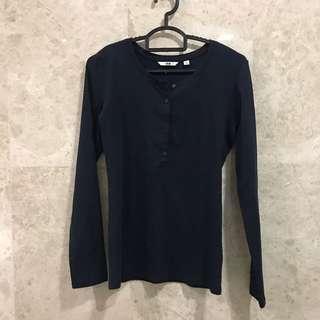 Uniqlo Dark blue tshirt