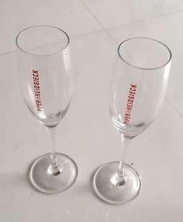 🚚 2x Piper Hiedsieck Champagne glasses