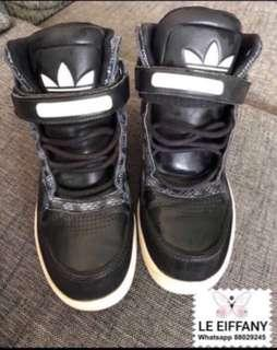 🚚 Authentic Adidas sneakers