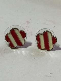 🚚 Red and white striped earrings