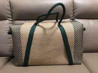 🚚 Vintage straw overnighter bag